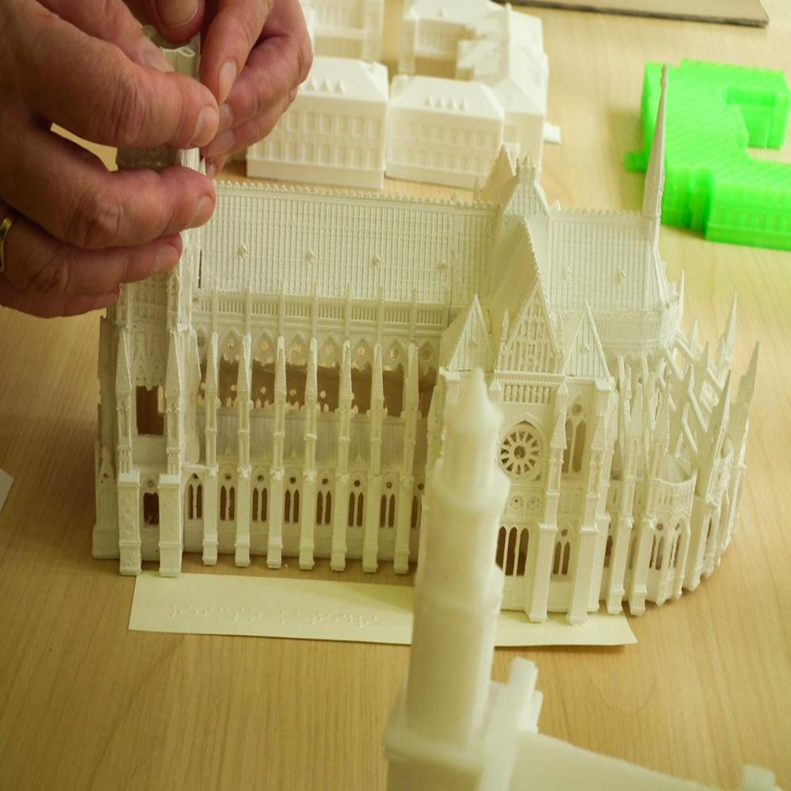 Apple Co-founder Steve Wozniak & Other Celebrities / Landmarks Are 3D Printed As Tactile Models For the Blind